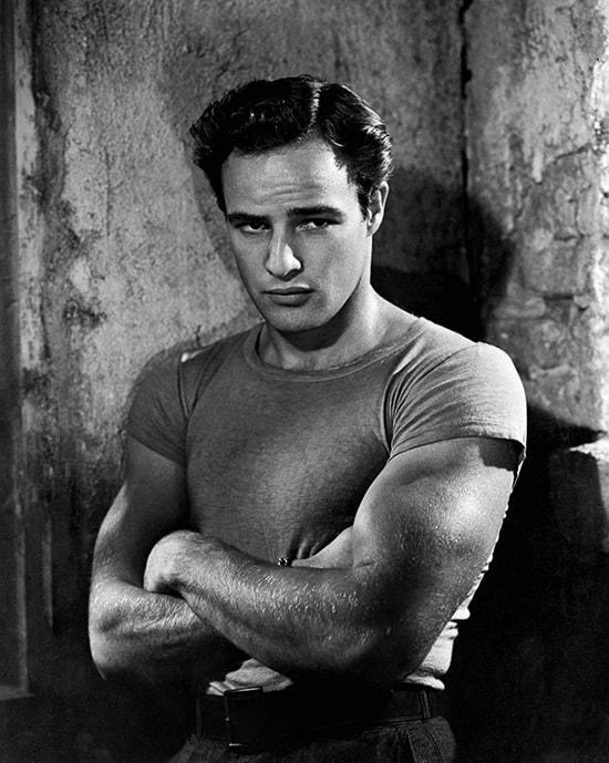 Marlon Brando met een strak T-shirt in de film 'A Streetcar Named Desire'