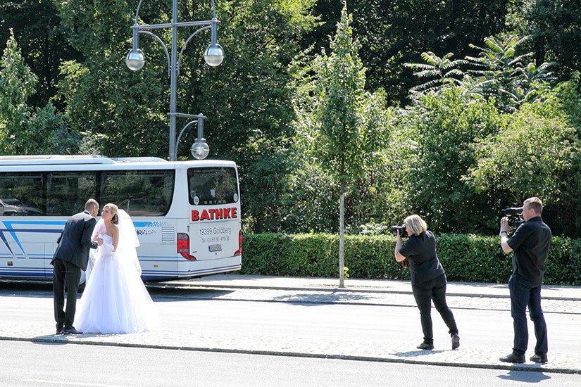 Pasgetrouwd koppel - Straße des 17. Juni - Berlijn
