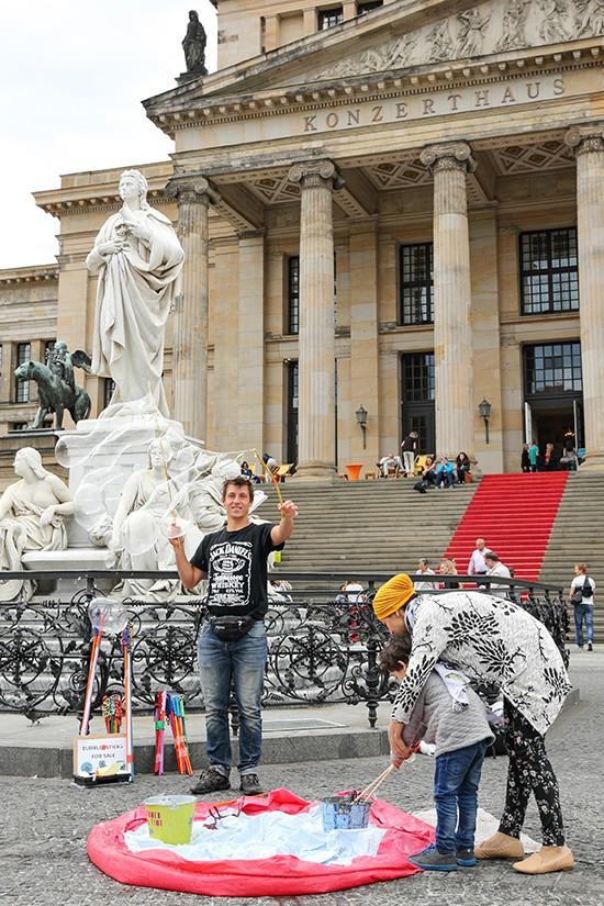 Bellenblazer voor het Konzerthaus van de Gendarmenmarkt in Berlijn
