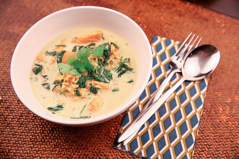 Kipcurry met zilvervliesrijst en spinazie