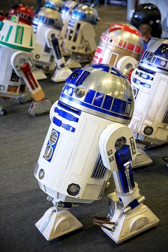 FACTS 2018 - Fall Edition - R2-D2 Builders Club - door Laurens M - via AGMJ
