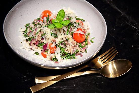 Risoni pastasalade met tonijn, zeekraal en kerstomaatjes - recept - door Laurens M - via AGMJ
